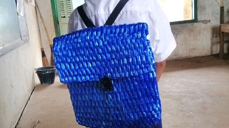 กระเป๋าจากเชือกฟาง